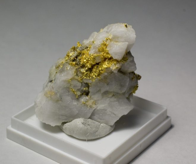 Соединение золота и ртути